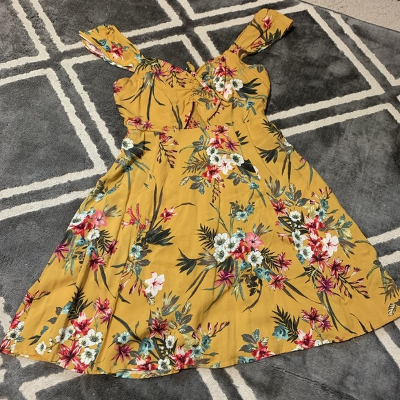 Xhilaration Dresses & Skirts - Yellow floral hawaiian summer mini dress